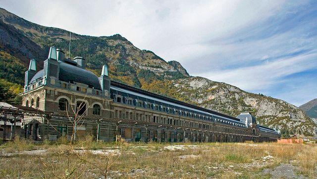 Канфранк — вокзал-призрак