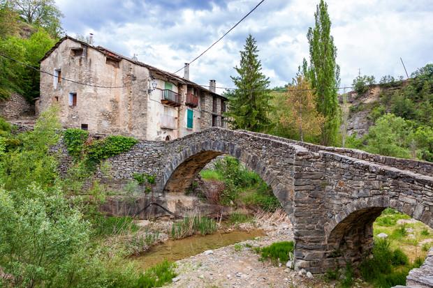 Туристические тропы через заброшенные деревни – новый хит?