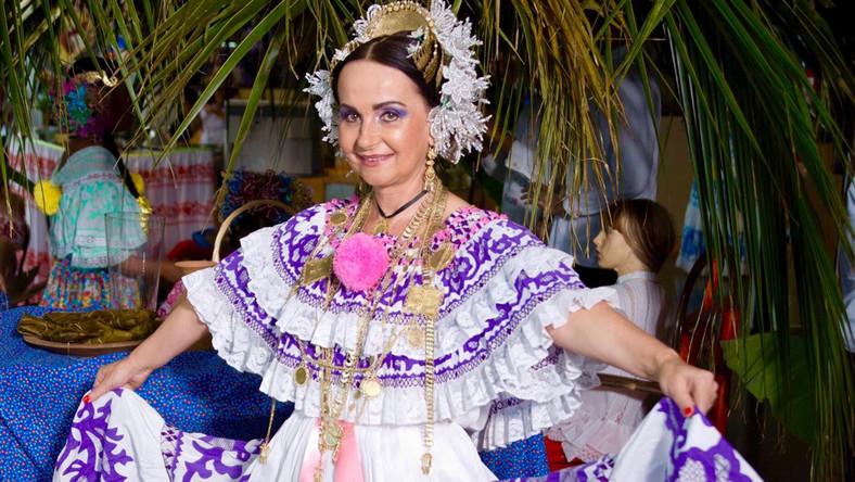 Жительница панамы в национальном костюме